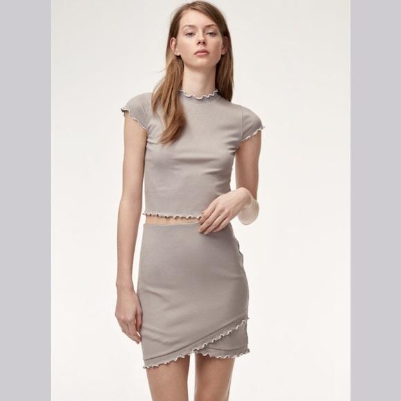 Aritzia Dresses & Skirts - 2-PIECE SET / Crowne t-shirt + Primrose skirt / xs